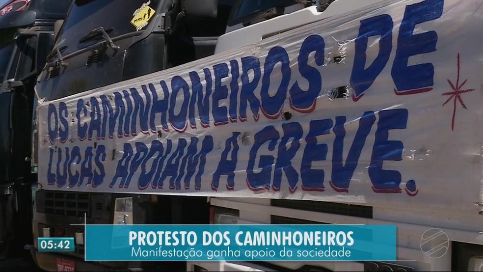 Caminhoneiros fazem 4º dia de manifestação em rodovias de Mato Grosso (Foto: TV Centro América)