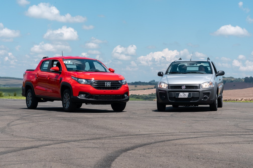 New generation of Fiat Strada alongside the first generation - Photo: Marcelo Brandt / G1