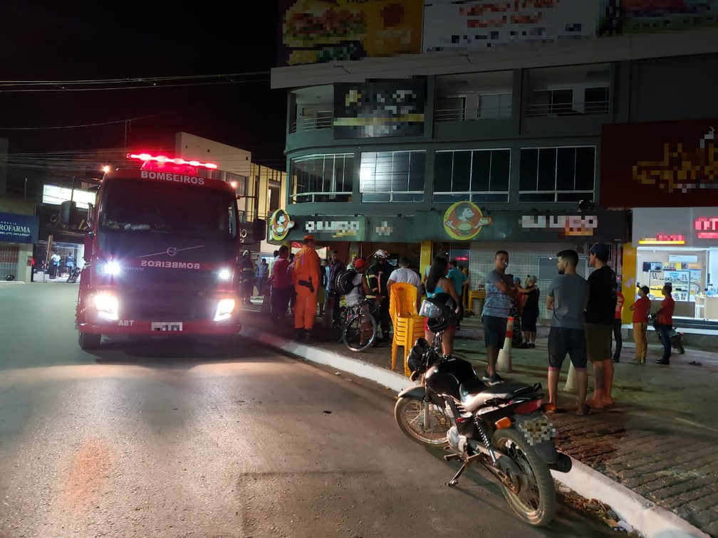 Vítimas eram clientes da pizzaria estavam sentadas quando foram surpreendidas — Foto: Ivonaldo Braga/Blogbraga