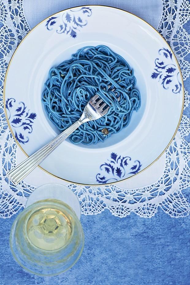 Macarrão azul e mais 14 receitas para você variar a receita (Foto: Elisa Corrêa )