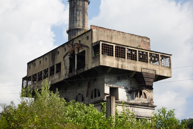 Abandoned and destroyed by war Tquarchal (Tkvarcheli) power plant, Abkhazia (Foto: Getty Images/iStockphoto)
