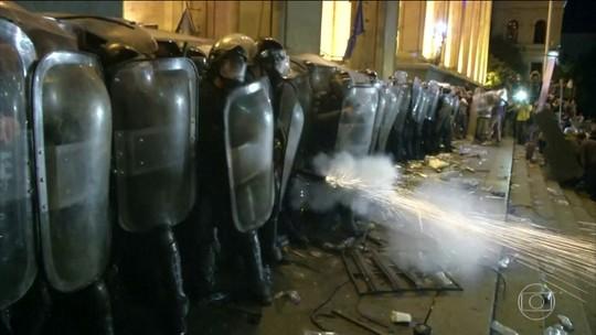 Protesto na república da Geórgia termina em violência