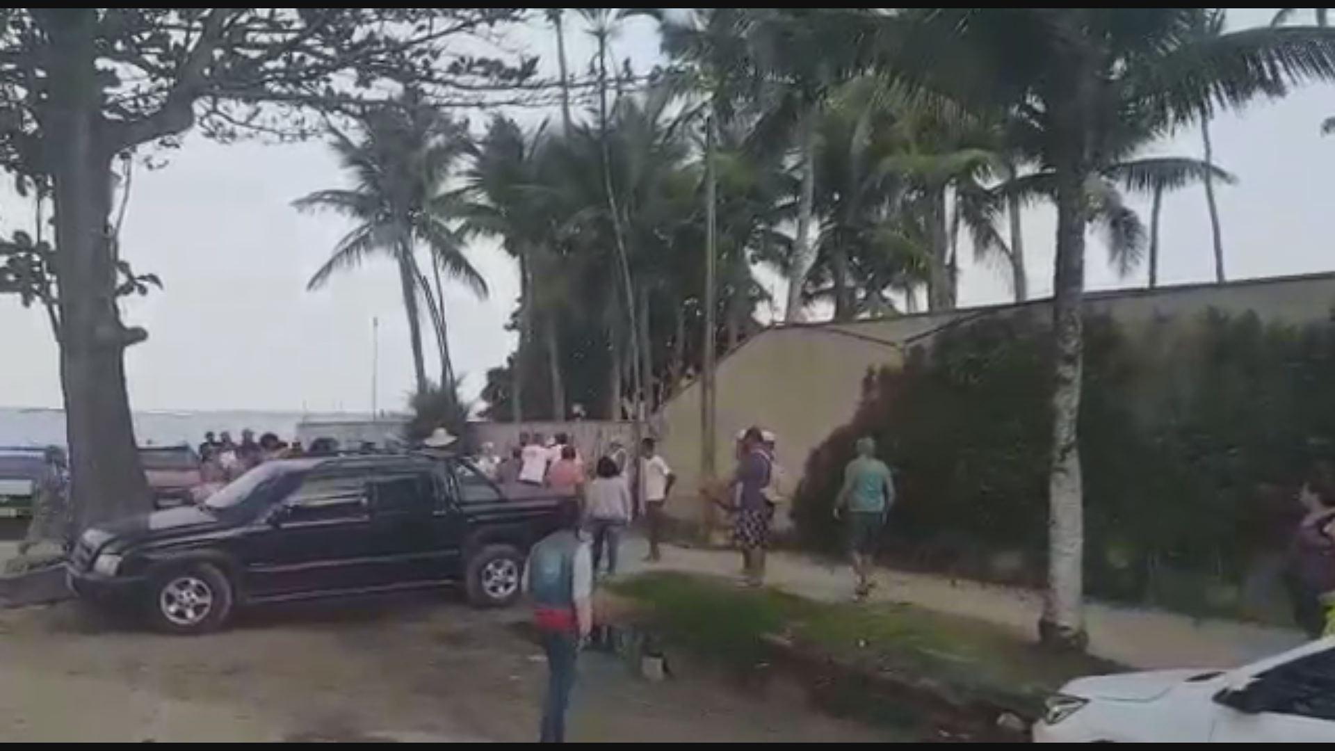 Mulher faz denúncia após ser chamada de 'macaca e pobre' em praia de SP; VÍDEO