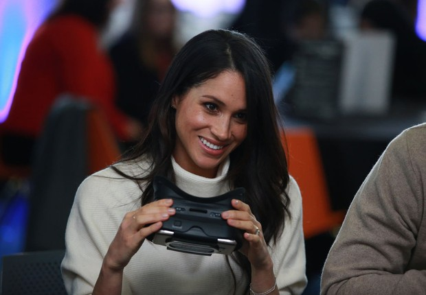 BIRMINGHAM, ENGLAND - MARCH 08: Meghan Markle tries out a VR headset during a visit to Millennium Point to celebrate International Women's Day on March 8, 2018 in Birmingham, England (Foto: Ian Vogler - WPA Pool/Getty Images)
