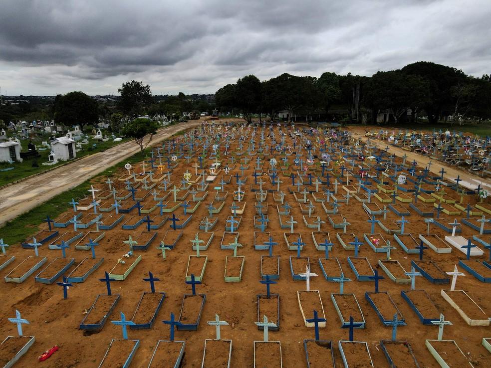 Pandemia de Covid - Cemitério de Manaus em 25 de fevereiro de 2020. — Foto: REUTERS/Bruno Kelly/File Photo