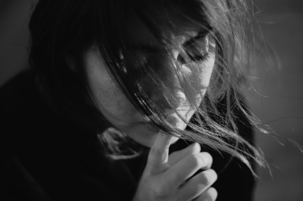 Mulher (Foto: Gabriel Benois on Unsplash)