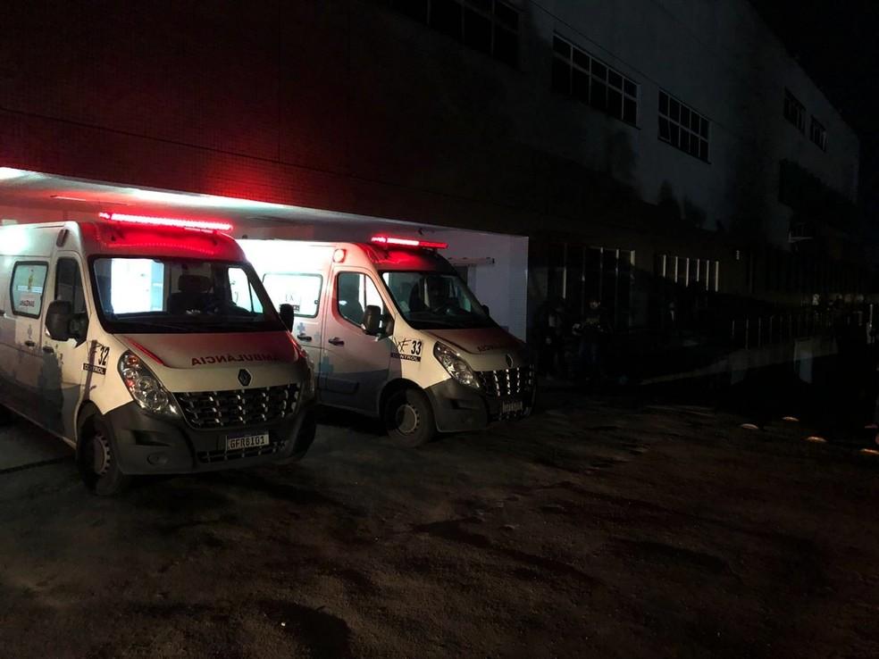 Geradores do hospital não atenderam necessidade durante falta de energia — Foto: Rickardo Marques/G1 AM