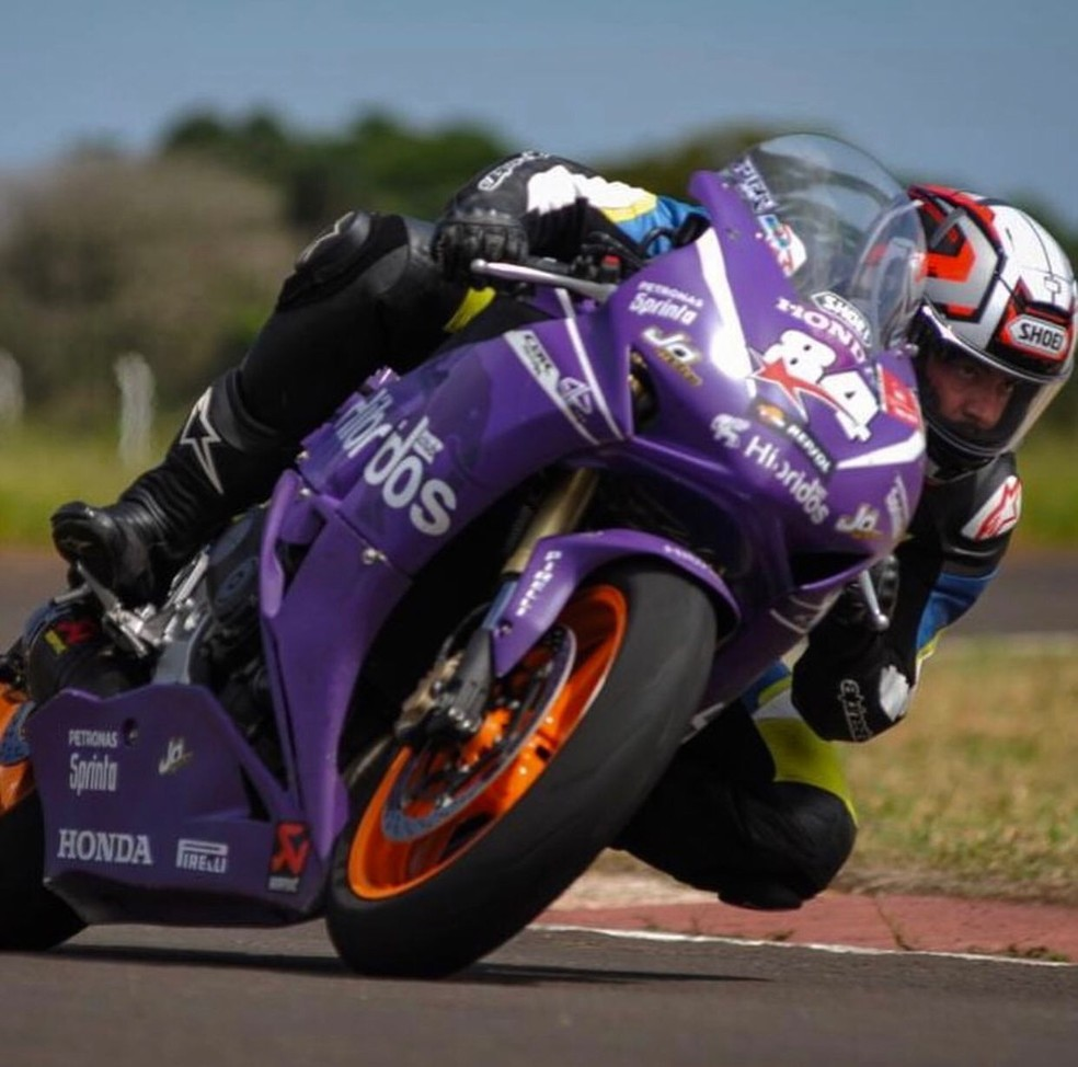 Rogério Ferreira era apaixonado por motos de alta cilindrada e pilotava uma no momento do acidente — Foto: Instagram/Reprodução