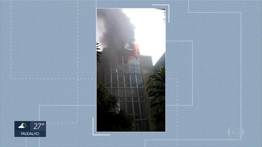 Incêndio atinge Biblioteca Central da UFPE, na Zona Oeste do Recife