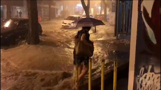 Após noite e madrugada de chuva, Rio amanhece com bolsões d'água e alagamentos
