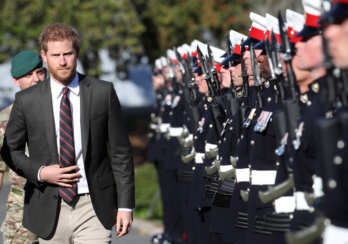 LYMPSTONE, DEVON - SEPTEMBER 13: Prince Harry, Duke of Sussex visits The Royal Marines Commando Training Centre on September 13, 2018 in Lympstone, United Kingdom. The Duke arrived at the centre in a Royal Navy Wildcat Maritime Attack Helicopter for his f (Foto: Getty Images)