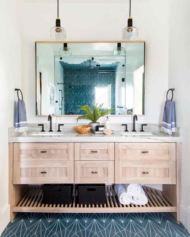Décor do dia: mix de azulejos geométricos no banheiro (Foto: Divulgação)