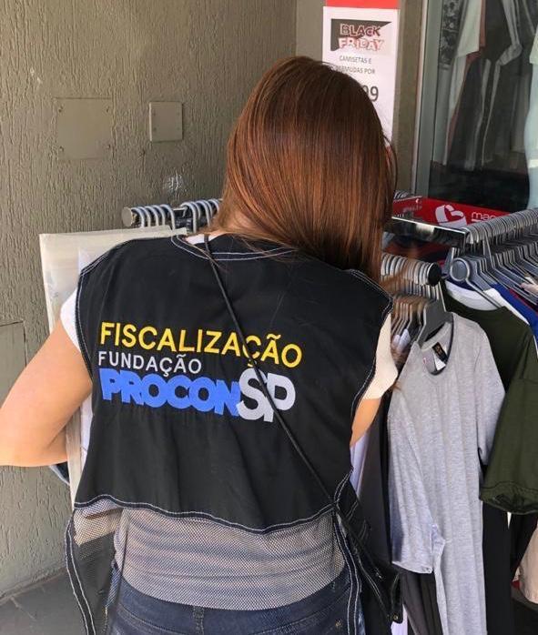 Operação Black Friday do Procon-SP autua 12 lojas em Presidente Prudente
