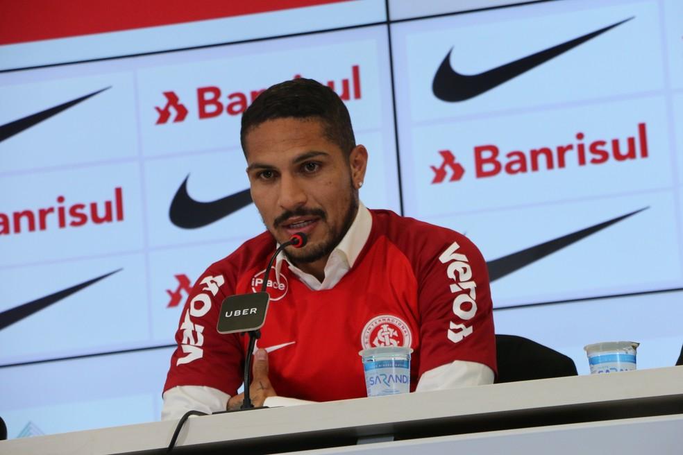 Paolo Guerrero foi contratado pelo Internacional, mas não poderá mais jogar em 2018 (Foto: Tomás Hammes/GloboEsporte.com)