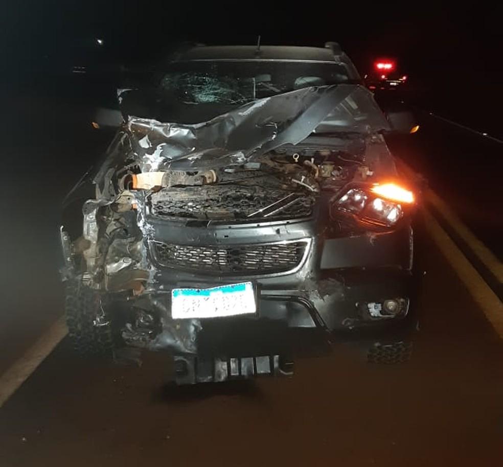 Após o acidente, veículo ficou bastante danificado. A PRF não informou o estado de saúde do motorista. — Foto: Divulgação/PRF