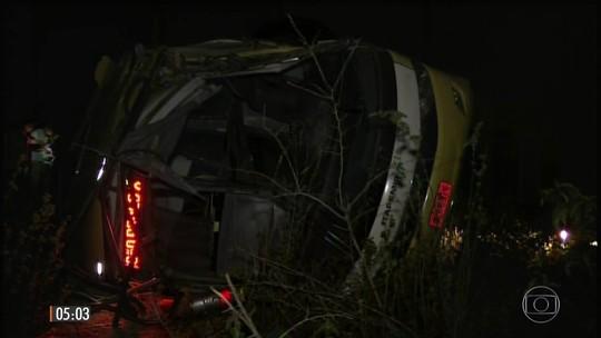Acidente com ônibus deixa mortos e feridos na BR-418, próximo a Teófilo Otoni
