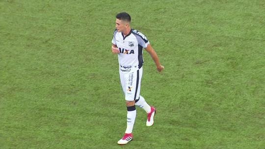 Juninho arrisca de fora da área e dá susto em Santos, aos 9 do 2º tempo