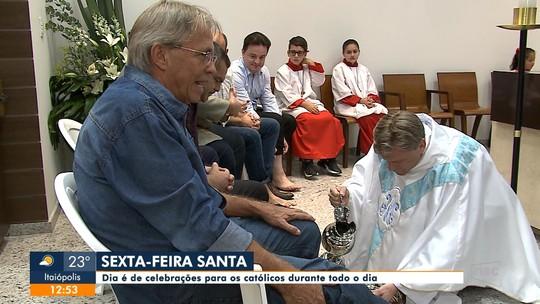 Missa de lava-pés tem a presença de políticos da região