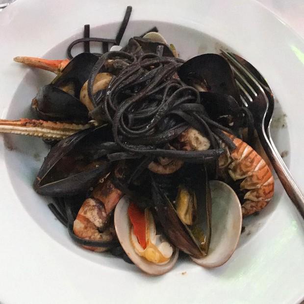 Massa com frutos do mar do Kounelas Fish Taverna (Foto: Reprodução/Instagram)