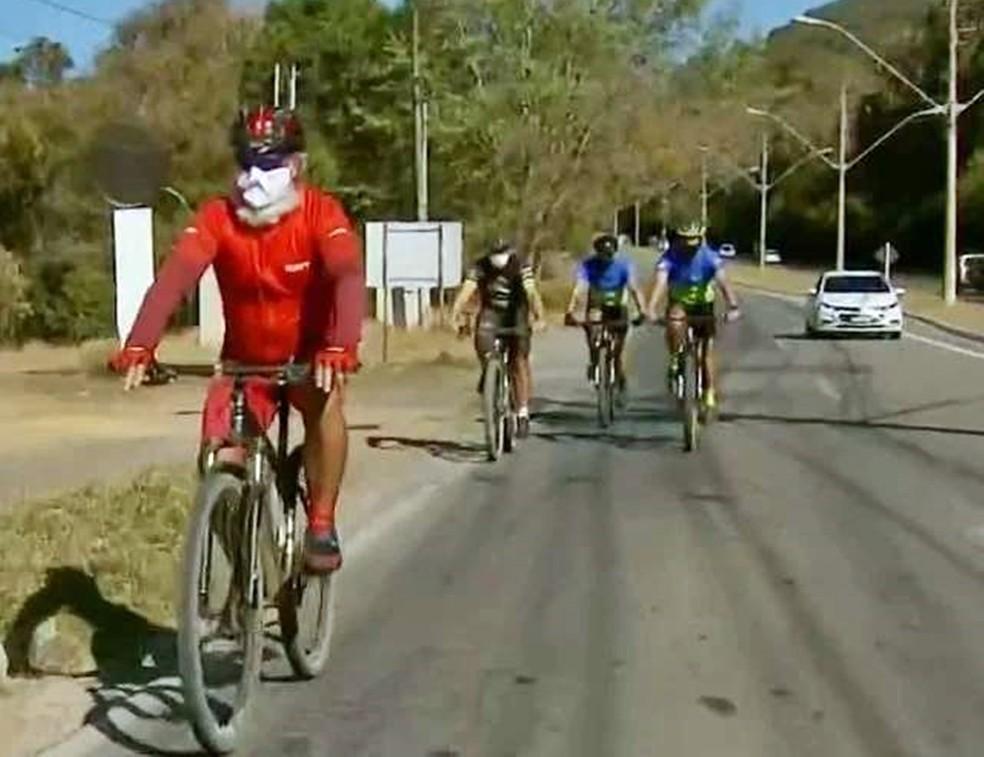 Papai Noel completa 30 anos com desafio de pedalar por 82 cidades de MG e SP — Foto: Divulgação/Papai Noel Sul-mineiro