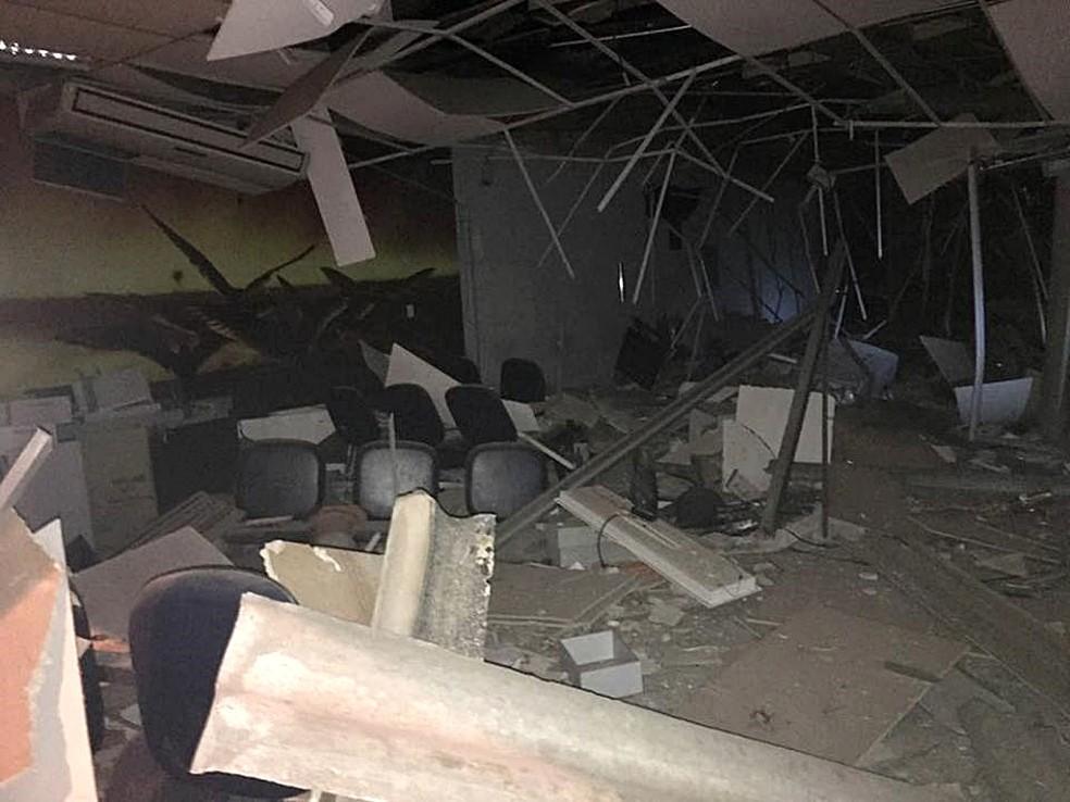 Interior da agência bancária ficou destruída em Santa Rita de Caldas (MG). (Foto: Jornal Capela)