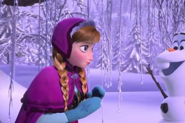 Anna (Kristen Bell) e Olaf (Josh Gad) em Frozen (Foto: reprodução)