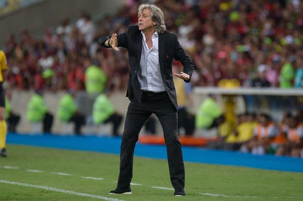 Jorge Jesus durante partida com o Flamengo no Maracanã — Foto: CLEVER FELIX/AGÊNCIA O DIA/AGÊNCIA O DIA/ESTADÃO CONTEÚDO