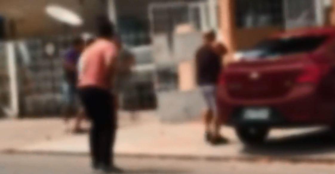 Vídeo mostra homens armados perseguindo e baleando suspeito de assalto no Amapá