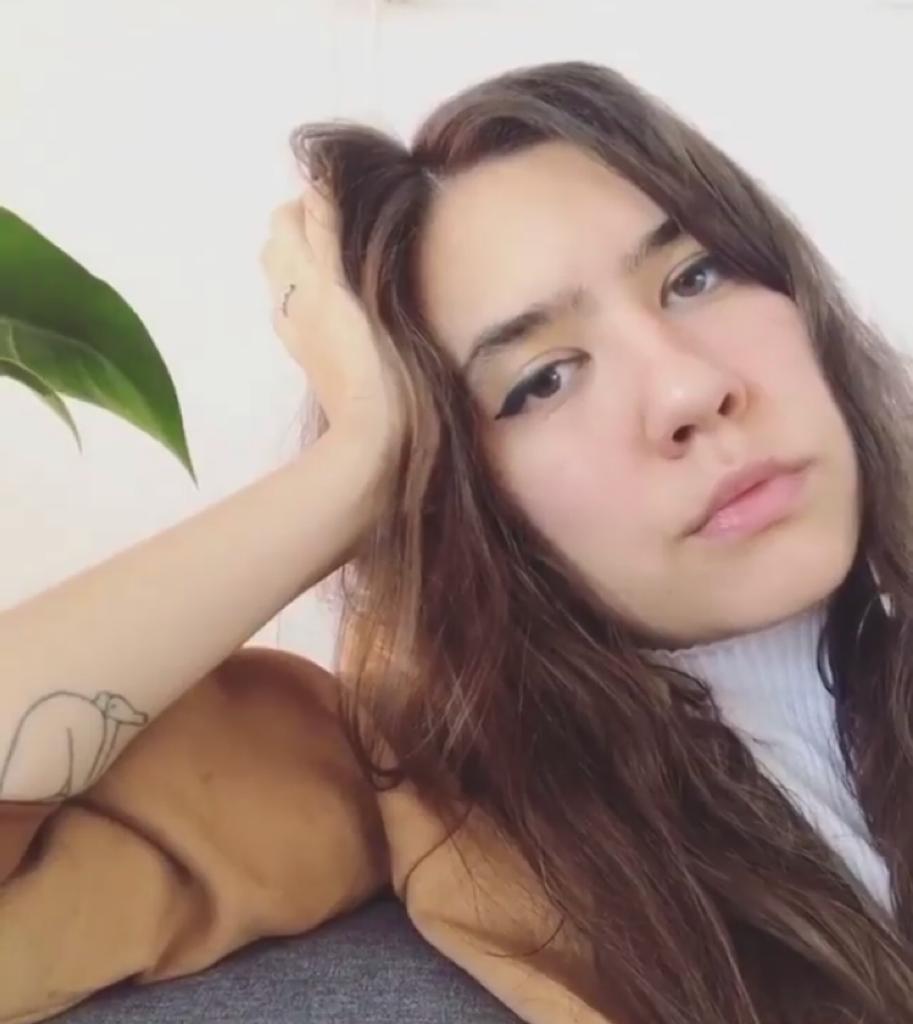 Júlia Filgueiras tem um namorado e uma namorada (Foto: Reprodução/ Instagram)