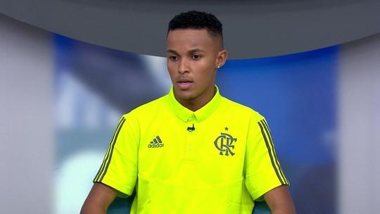 Cria do Flamengo e herói do Mundial Sub-17, Lázaro dedica título a vítima no incêndio no Ninho
