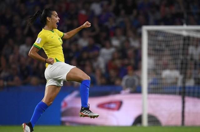 Imagem da partida entre Brasil e França (Foto: FRANCK FIFE / AFP)