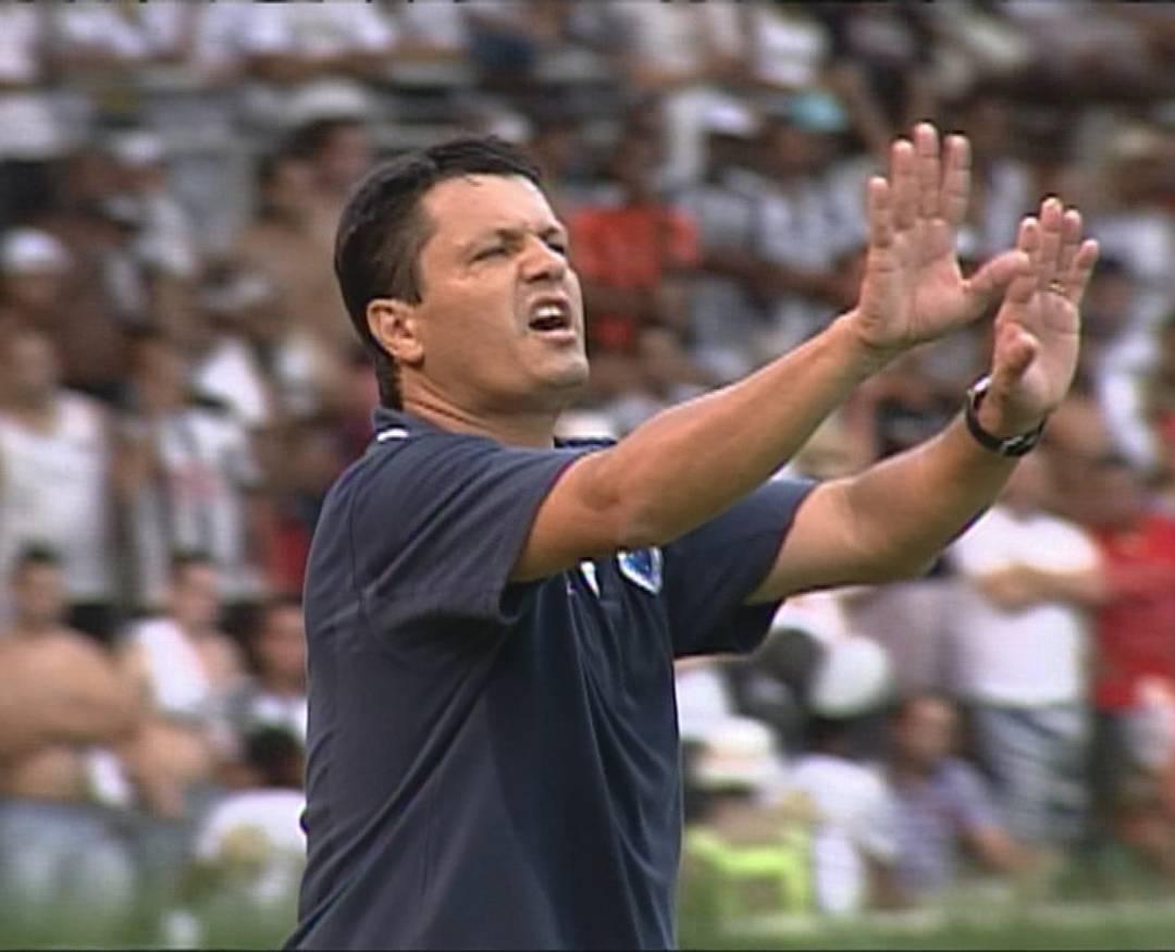 Adilson Batista, em 2010, no comando do Cruzeiro