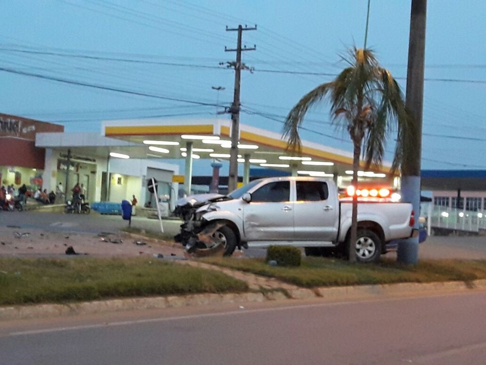 Veículos se chocaram em cruzamento em Ji-Paraná, RO (Foto: WhatsApp/Reprodução)