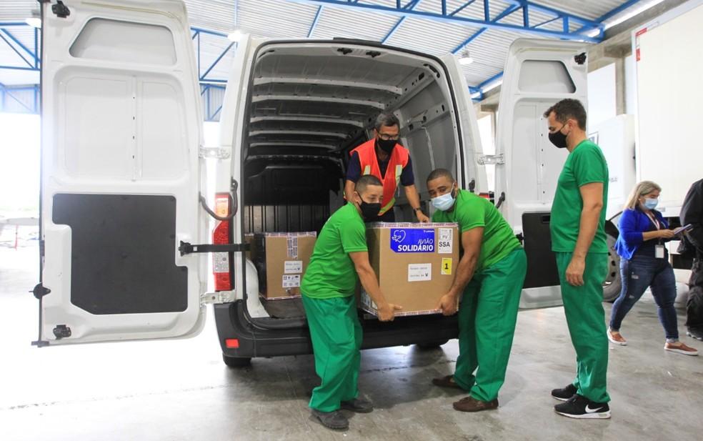 Covid-19: Primeira carga com mais de 26 mil doses de vacina da Pfizer chega à Bahia — Foto: Camila Souza/GOVBA