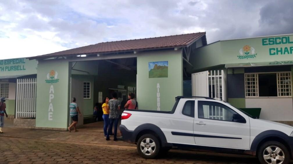 Corpo do pai de Isis Valverde foi velado na sede da Apae de Aiuruoca, onde ele era presidente — Foto: Gabriela Prado / EPTV
