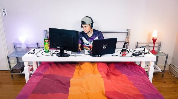 A mesa também é uma boa alternativa para quem gosta de jogar online (Foto: Divulgação)