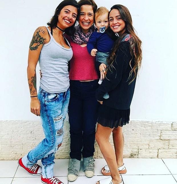 Paloma Duarte com os filhos, Ana Clara Winter, Maria Luíza Lui e Antonio (Foto: Reprodução/Instagram)