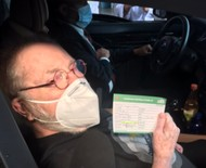 Jô Soares é vacinado contra Covid-19 em São Paulo