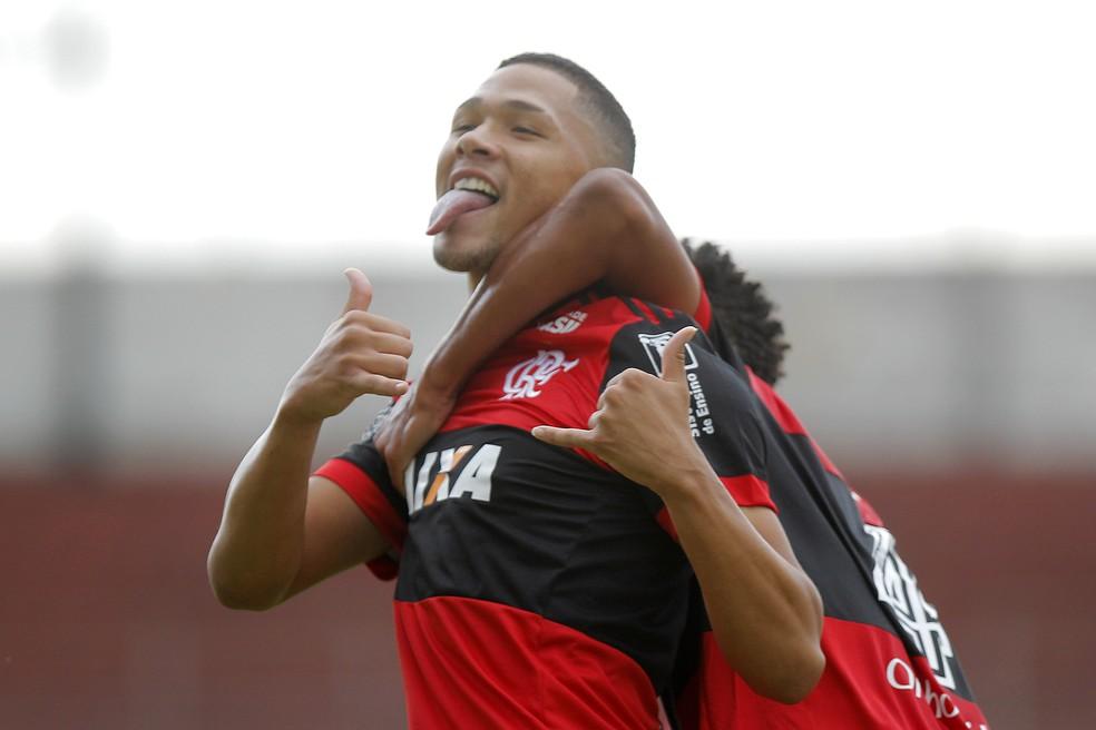 Vitor Gabriel celebra gol na semifinal (Foto: DANIEL VORLEY /AGIF/ESTADÃO CONTEÚDO)