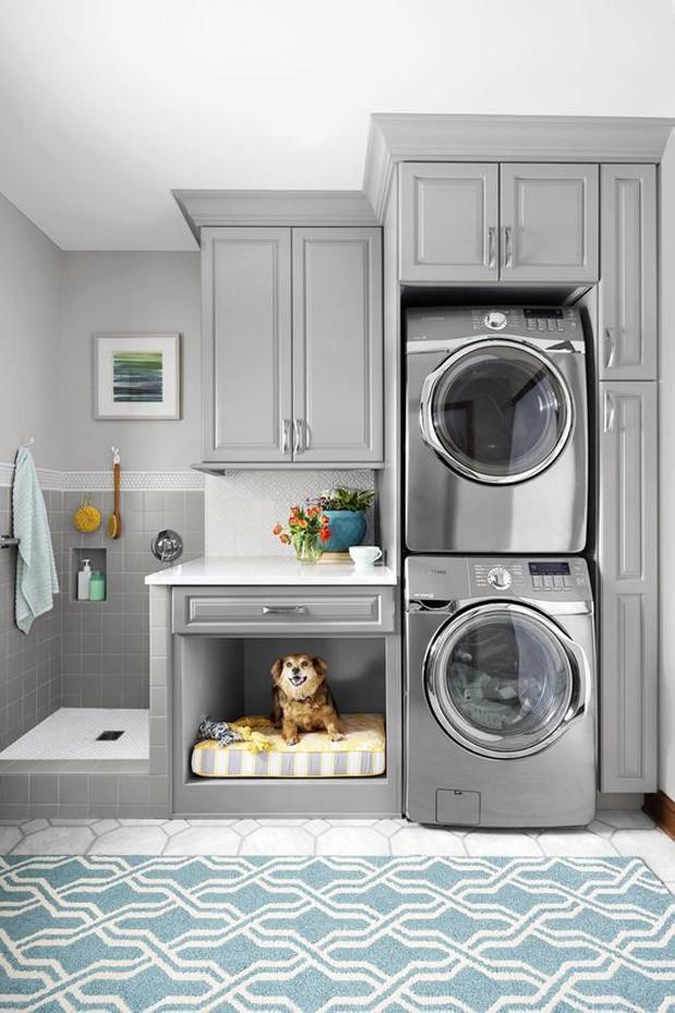 Dog shower: a lavanderia é um ótimo cômodo para acomodar o espaço de banho do pet (Foto: Pinterest/Reprodução)