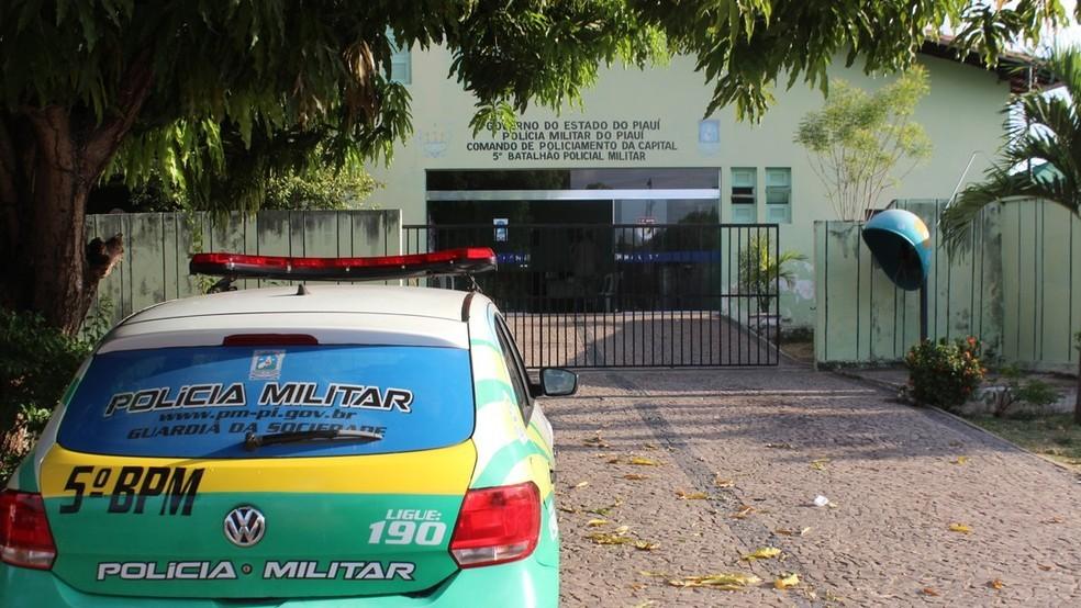 Policiais do 5° BPM, na Zona Leste de Teresina, atenderam a ocorrência — Foto: Ellyo Teixeira/G1 PI