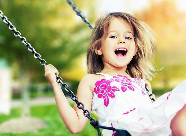 criança brincando no balanço (Foto: ThinkStock)