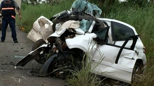 Acidente que matou família e deixou vice-prefeito ferido em GO ocorreu após carro invadir a pista contrária, diz polícia