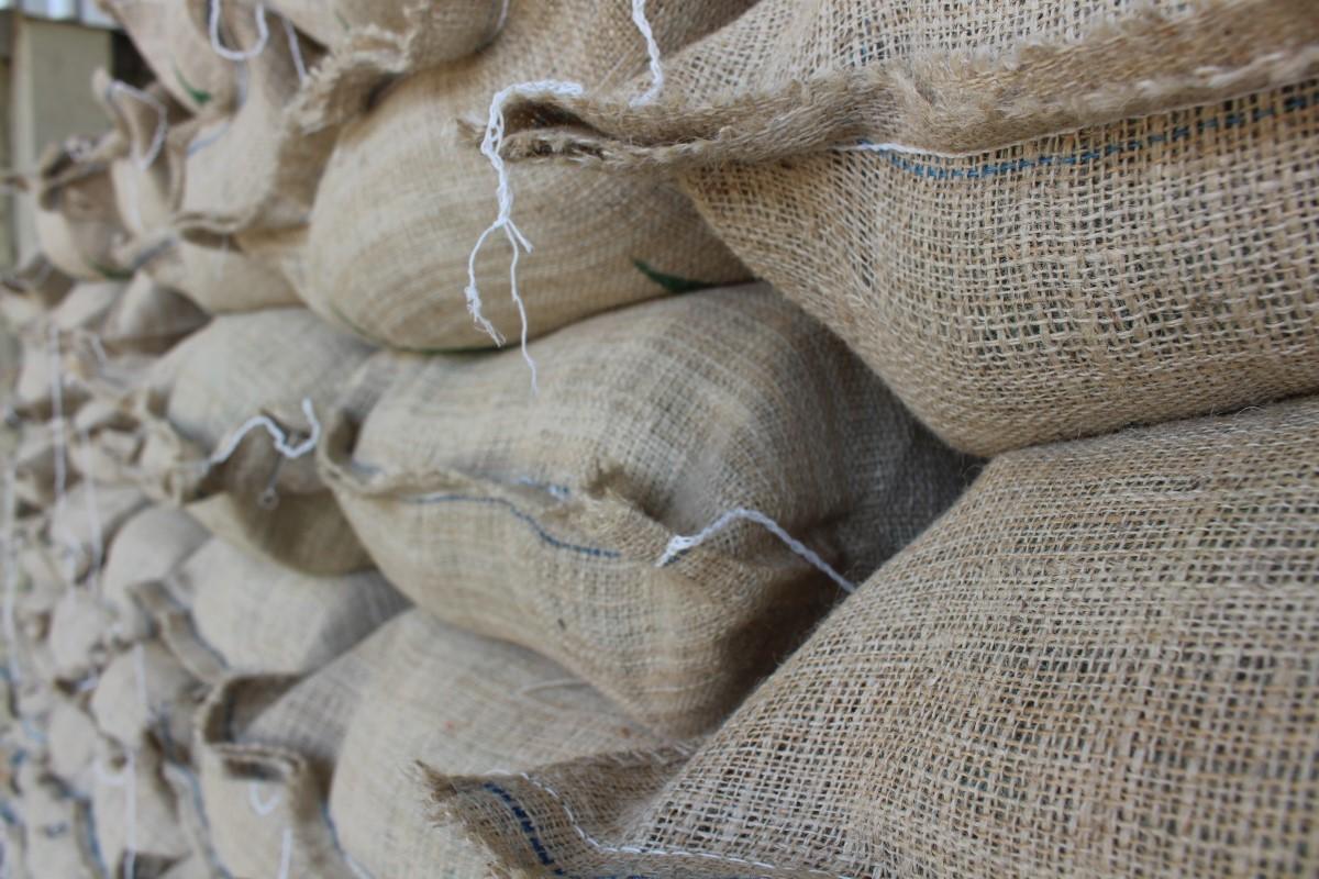 Carga de café avaliada em R$ 470 mil é roubada no Norte do ES