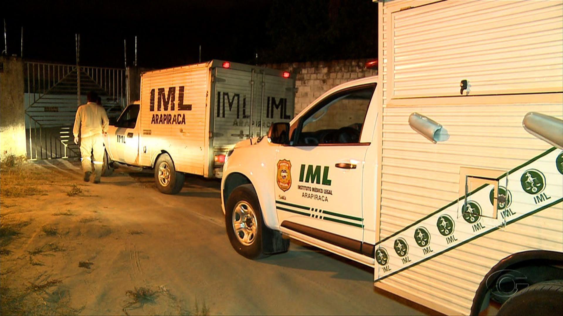 Homem é assassinado a tiros na porta de casa em Arapiraca, AL