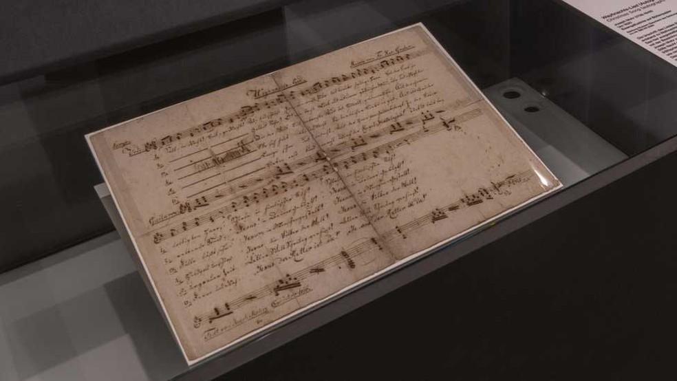 Documento com cifras e letras originais da música é exibido no museu de Salzburgo  — Foto: Stille Nacht - SalzburgerLand Tourismus GmbH