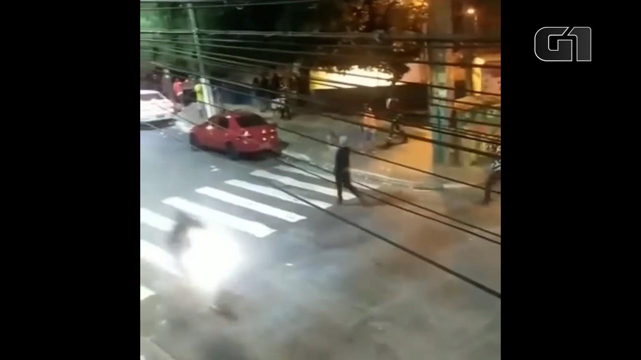Polícia analisa vídeo em que homens disparam tiros para dispersar aglomeração em São Paulo