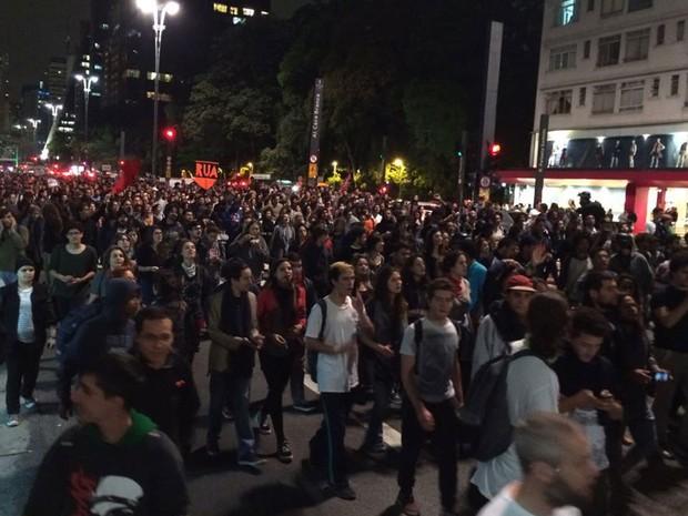 Manifestação contra o governo Temer bloqueia a Avenida Paulista (Foto: Roney Domingos/G1)