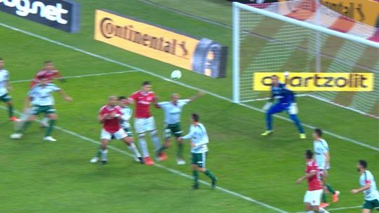 Decisivo, VAR desmarca pênalti em Felipe Melo e anula gol de Cuesta em Inter x Palmeiras