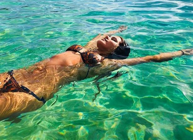 Antnia Morais em Waimea Bay, no Havaí (Foto: Reprodução/Instagram)